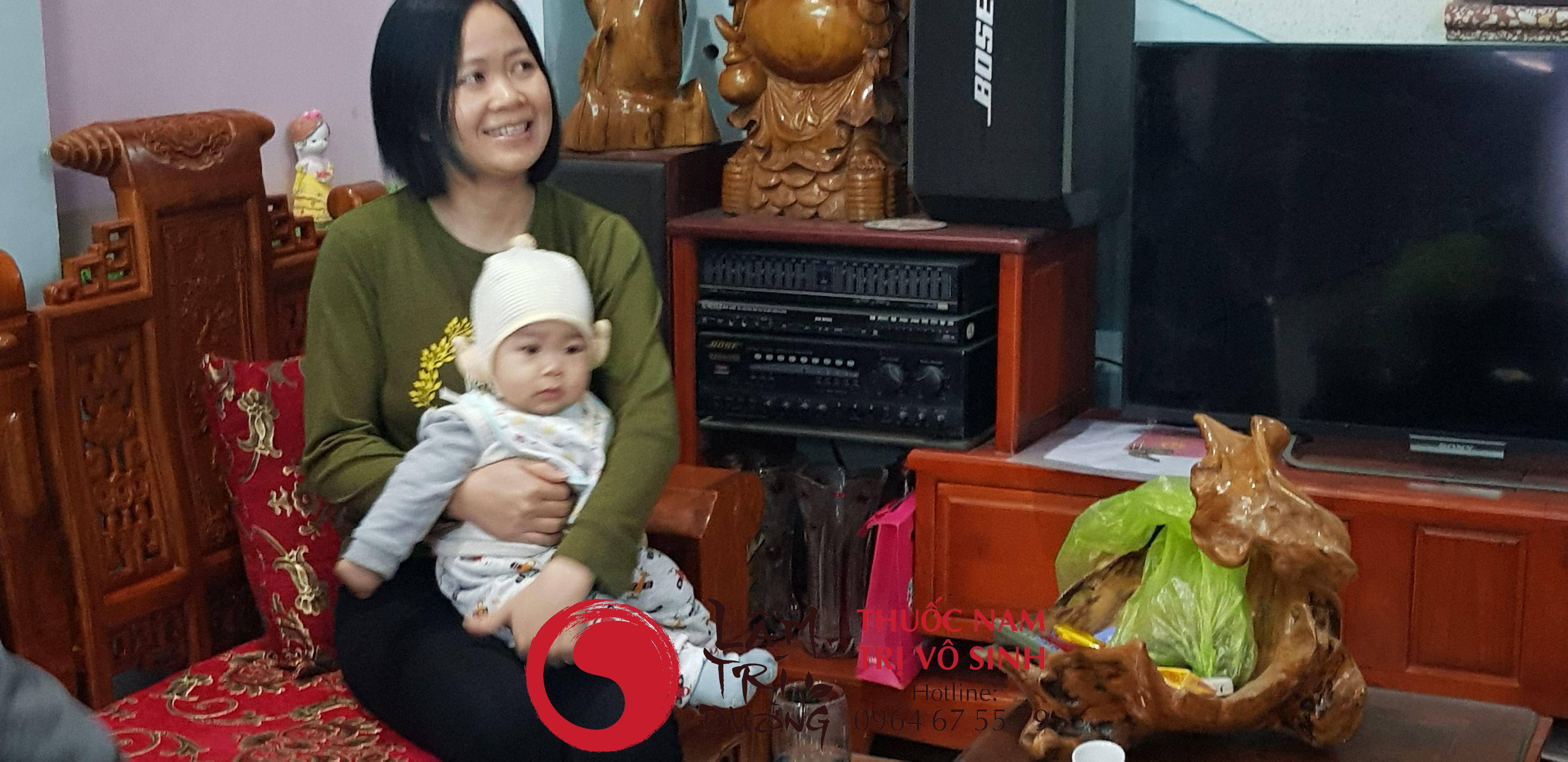 Bài thuốc sinh con trai, ảnh chụp cùng mẹ con chị Hiếu